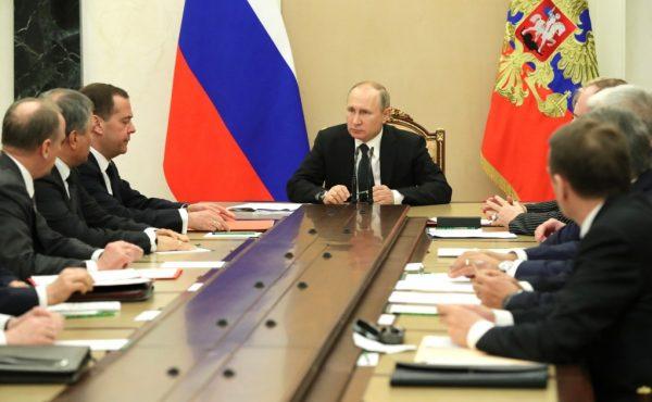 Президент председательствует на заседании Правительства