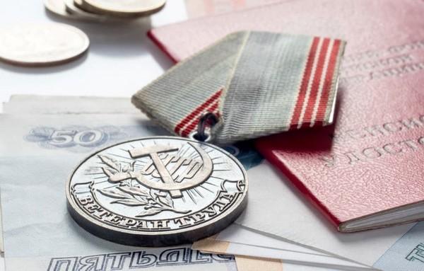 За какие награды положена надбавка к пенсии