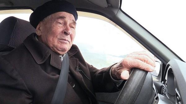 Например, в Челябинске пенсионер может уплатить меньшую сумму налога только за один транспорт