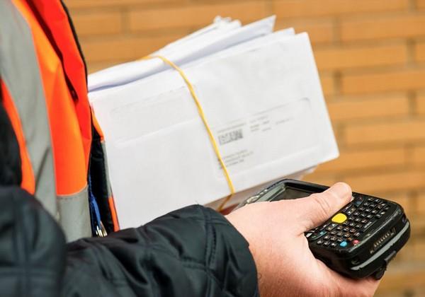 Гражданам РФ, проживающим за рубежом, нужно отправить документы почтой