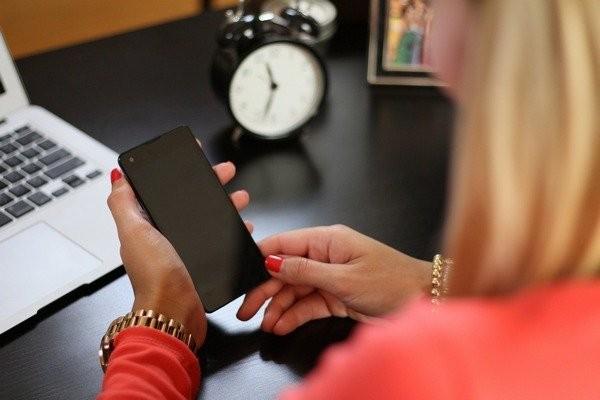 Отслеживаемые контакты записываются, указываются дата, время разговора