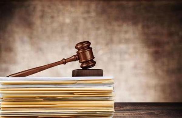 В различных законодательных актах можно найти информацию о выдаче справки, признании лиц малоимущими, выплате им пособий