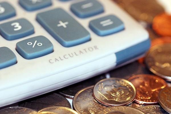 НДФЛ – налог на доходы физических лиц, который вычитывается с зарплаты, отпускных и проч.