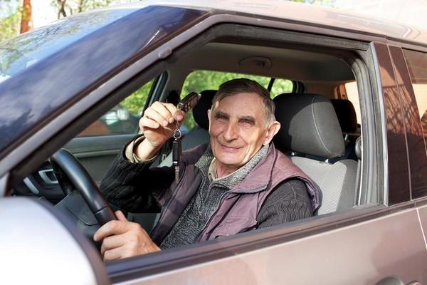 Для пенсионеров существуют льготы на отплату транспортного налога