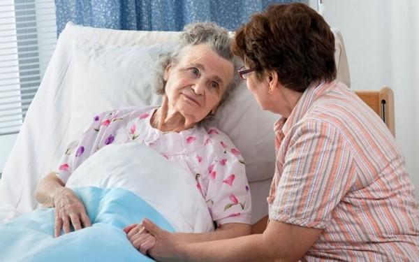 Опекуны, ухаживающие за пенсионерами, могут рассчитывать на поощрение в размере 1200 рублей