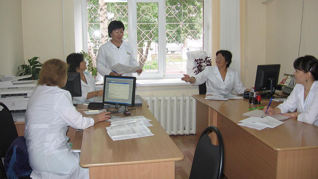 На медицинском освидетельствовании присутствует сразу несколько специалистов, выносящих оценку