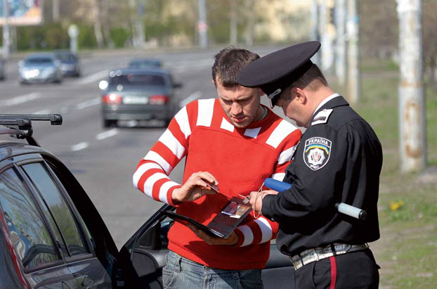 Любая ложь при общении с инспектором может обернуться против водителя