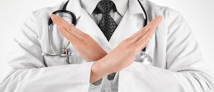 При наличии у заявителя проблем с психикой или зрением врачи отказывают в выдаче соответствующей справки