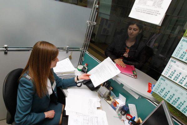 Сотрудники ФНС проверяют поданные декларации