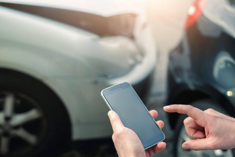 Участники дорожного инцидента обязаны действовать по закону: вызвать работников автоинспекции и оставаться на месте случившегося