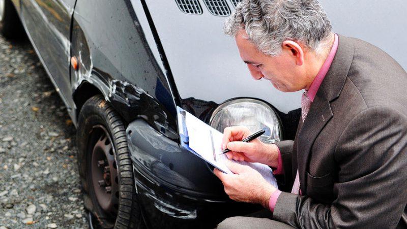 Участники дорожного инцидента обязаны не только оставаться на месте, но и выполнять требования сотрудников автоинспекции