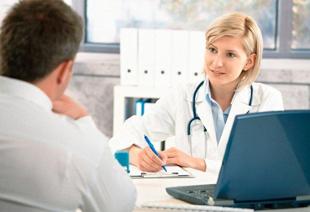 В зависимости от заметок предыдущих врачей терапевт пишет финальное заключение