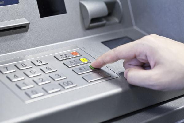 Возможность оплатить налоги с помощью банкомата предоставляют большинство финансовых организаций
