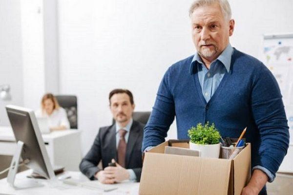 Увольнять сотрудников из-за выхода на пенсию не имеют право