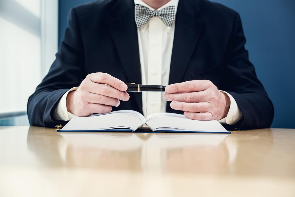 На первом этапе юристы рассматривают целесообразность банкротства