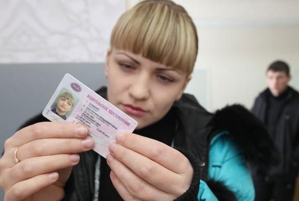 Международное водительское удостоверение выдаетсяна3года, но неболее чем насрок действия российского национального водительского удостоверения, наосновании которого оно было выдано