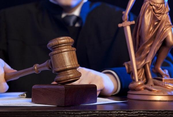 Судья обязан избегать действий, которые могут посеять сомнения в его компетенции или объективности.