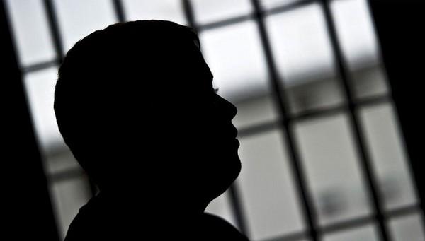 Если человек, будучи в заключении, показывает примерное поведение, раскаяние в своем поступке, он может быть досрочно выпущен на свободу