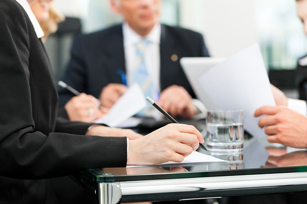 Граждане, выбранные выполнять общественную деятельность параллельно с рабочими функциями, вправе получать соответствующие закону гарантии и компенсации