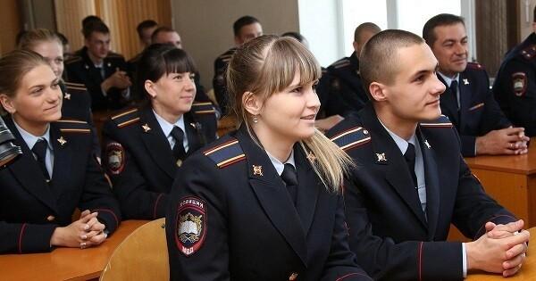 Если человек обучается в вузе, которое находится в ведомстве МВД или МО, ему за период учебы будет начисляться стаж
