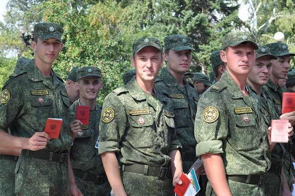 После обучения молодые люди могут сами выбрать род войск
