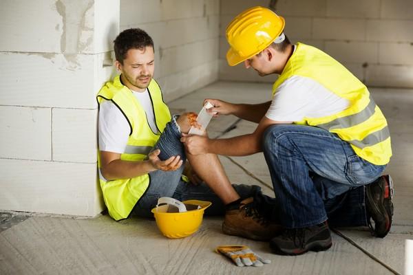 Если на рабочем месте работником была получена травма, составляется специальный акт