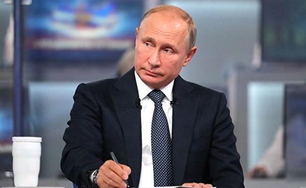 Предоставлять политическое убежище может Президент РФ