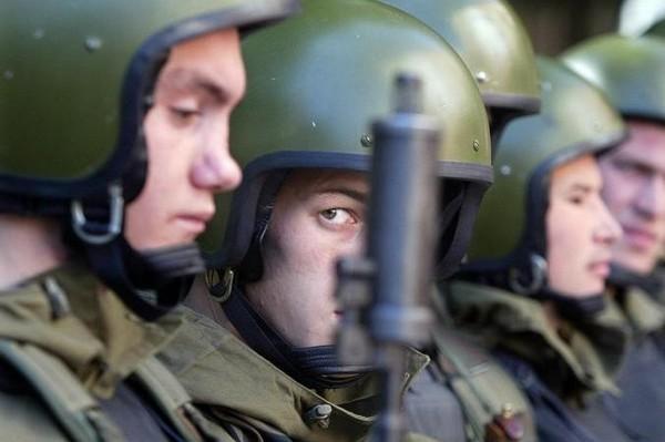 Охрана мест заключений возложена на специальные подразделения внутренних войск МВД РФ