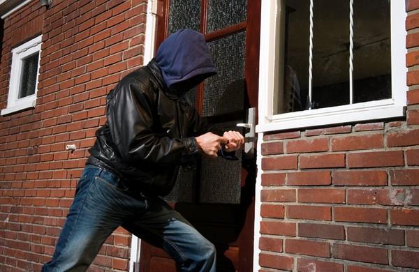 Зачастую преступники действуют тайно, стараясь, чтобы их никто не заметил