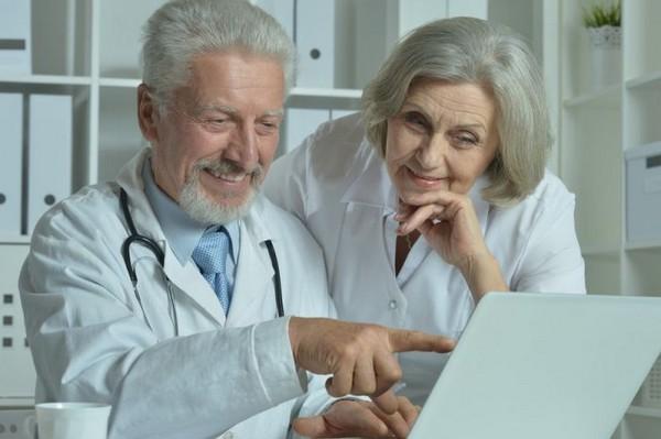 Получать пенсию медработники и учителя смогут позже, чем выйдут на заслуженный отдых