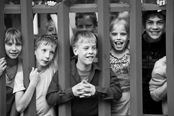 Если родителей у ребенка по какой-то причине нет, его передают на воспитание в детский дом