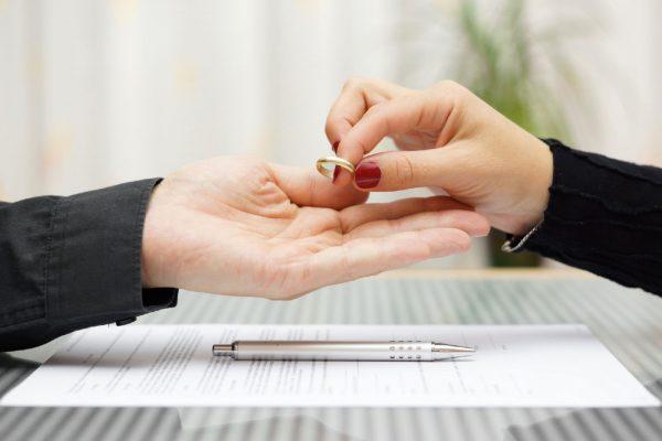 Для решения сложных вопросов желательно обратиться к профессиональному юристу