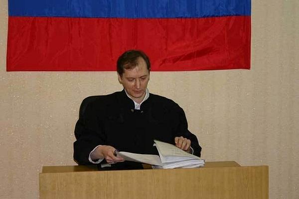 Судья не может предвзято относиться к кому-либо из участников процесса