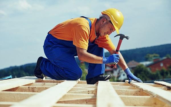 Гражданин, устроившийся на работу по гражданско-трудовому соглашению, может не рассчитывать на государственные гарантии, которые будут предоставлены лицам, заключившим договор, согласно ТК