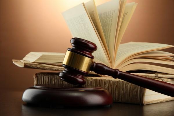 Работодатель имеет право обратиться в суд при обнаружении каких-либо нарушений, совершенных сотрудником, даже если он уже уволен