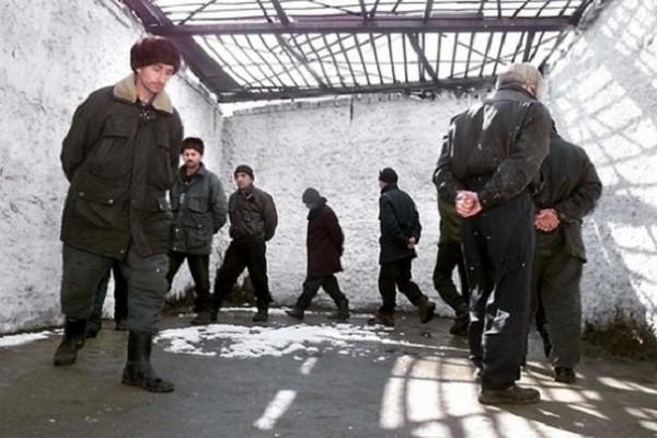 Обычно прогулка проводится в одинаковое для всех задержанных время