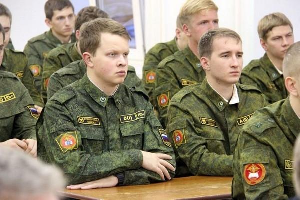 Студенты могут обучаться на военной кафедре