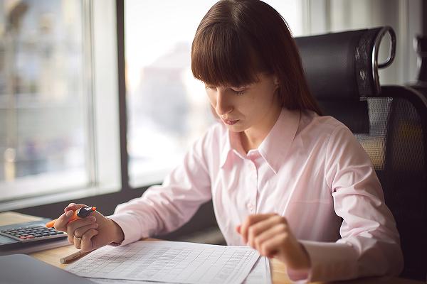 Нельзя принять на работу по гражданско-трудовому соглашению бухгалтера, так как этот специалист исполняет текущую работу и является материально ответственным лицом