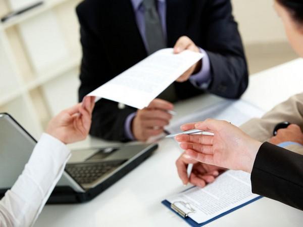 Выписка – просто бумага, содержащая определенную информацию, т.е. она не обладает какой-либо юридической силой