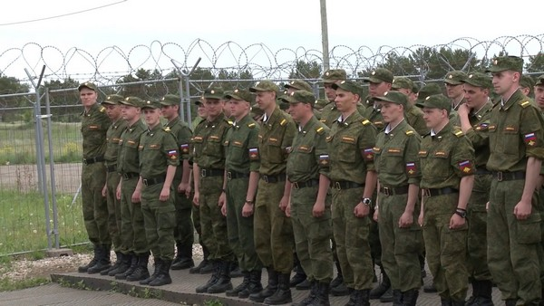 Нередко проводятся военные сборы