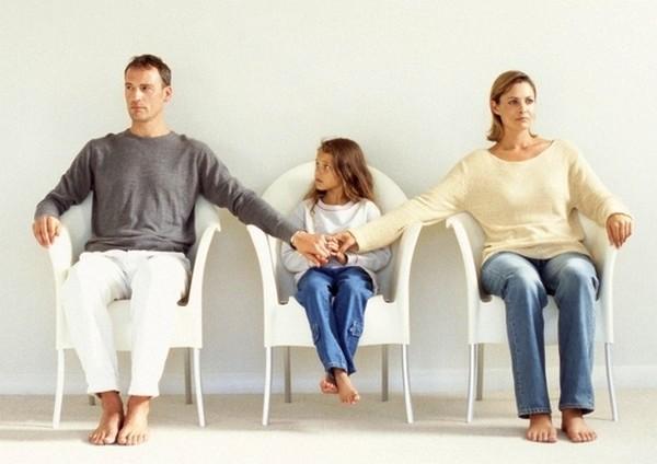 Даже если брак не зарегистрирован, ребенка должны содержать оба родителя