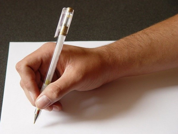 Заявление можно написать от руки или напечатать на компьютере