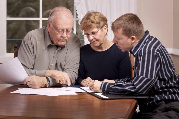 Наследодатель вправе пригласить в качестве поддержки доверенное лицо, которое будет присутствовать при составлении и оглашении готового документа.