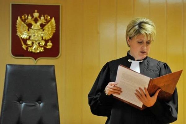 На председателя суда возлагаются дополнительная ответственность и функции, которые обязывают его контролировать работу всего персонала судебного аппарата