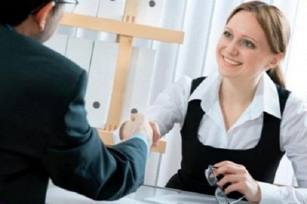 В случае крайней необходимости служащий может быть перемещен на должность отсутствующего работника, но не больше, чем на один месяц