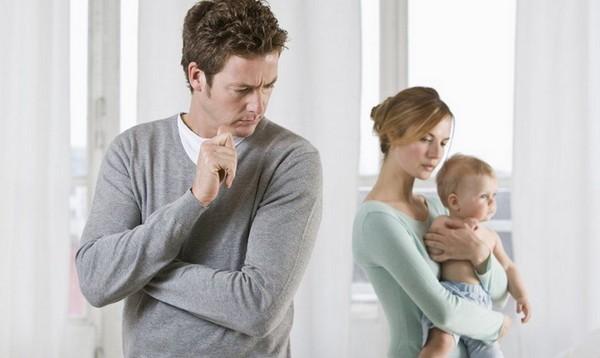 При разводе второй родитель, с которым остается ребенок, имеет право на алименты