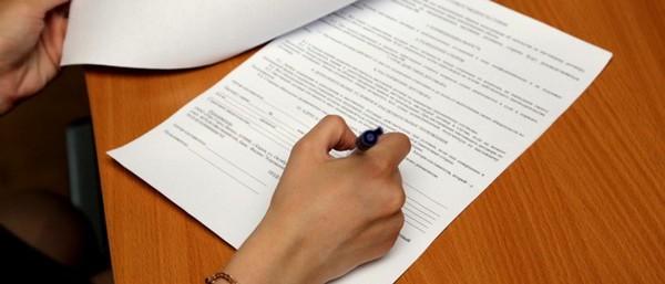 Служебный подлог предполагает внесение заведомо ложных сведений в официальные документы