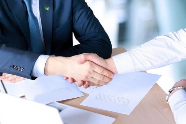 Как правило, такие соглашения оформляются между истцом и ответчиком
