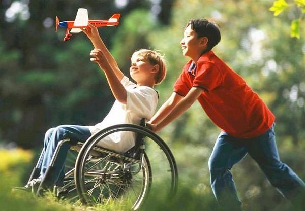 У детей-инвалидов есть определенные льготы, им предоставляется помощь от государства