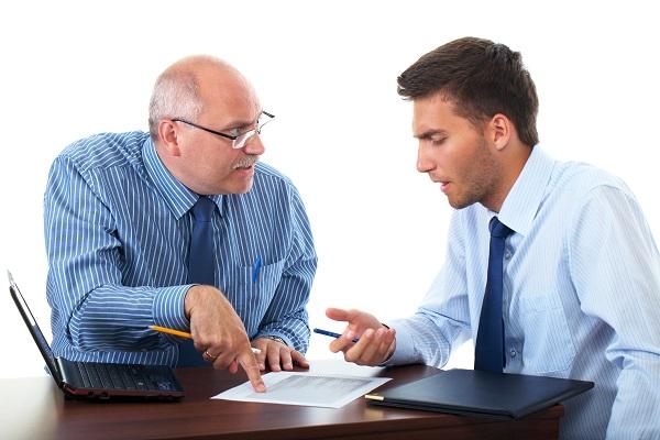 В случае получения работником профессионального заболевания и переводе его из-за этого обстоятельства на работу с более низкой оплатой за ним сохраняется прежняя з/плата в течение первого месяца после его перевода